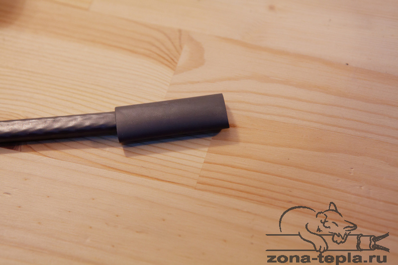 Саморегулирующийся нагревательный кабель-Обсаживаем термоусадку на конце