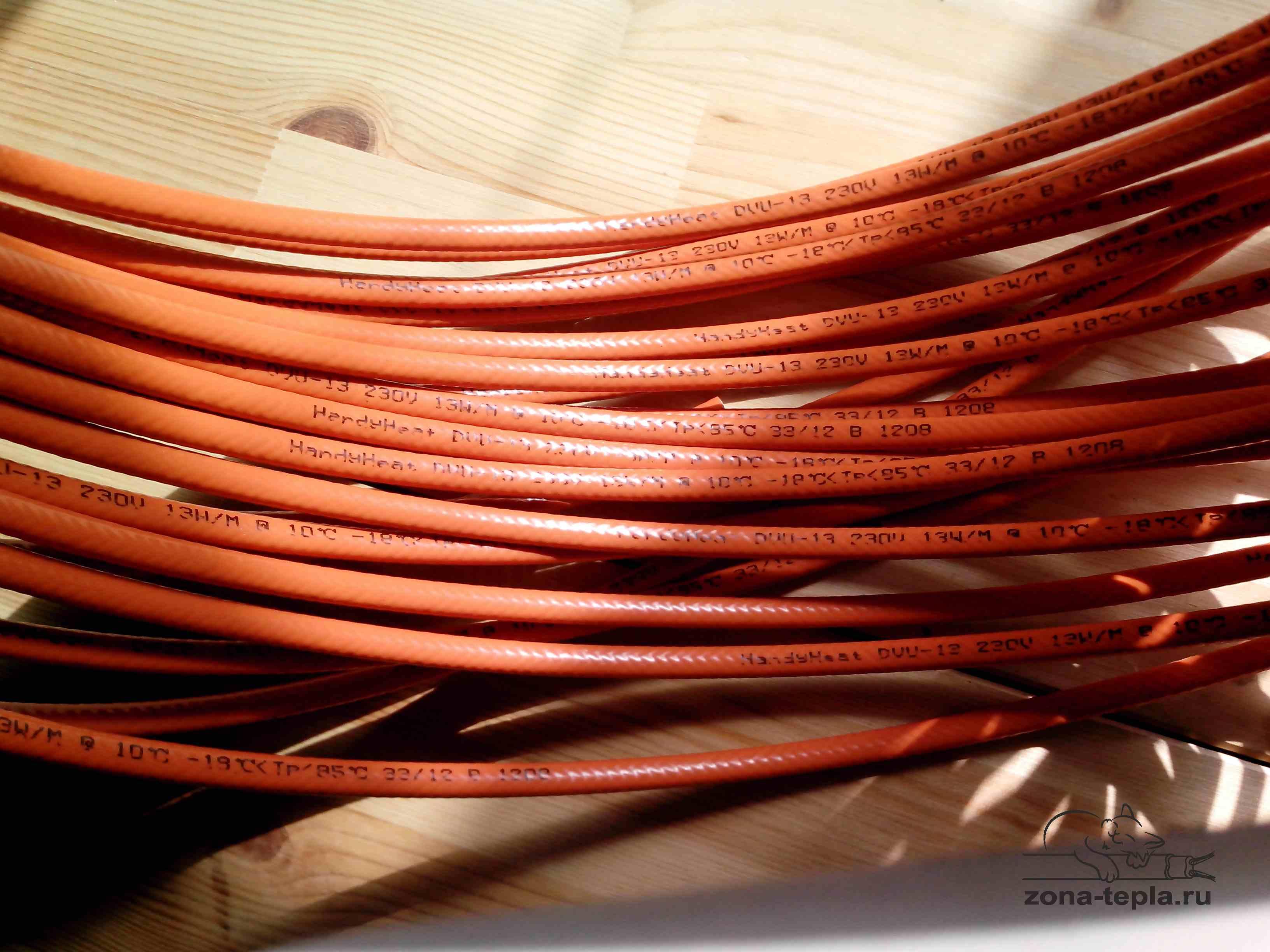 Саморегулирующийся греющий кабель внутри трубы DVU-13
