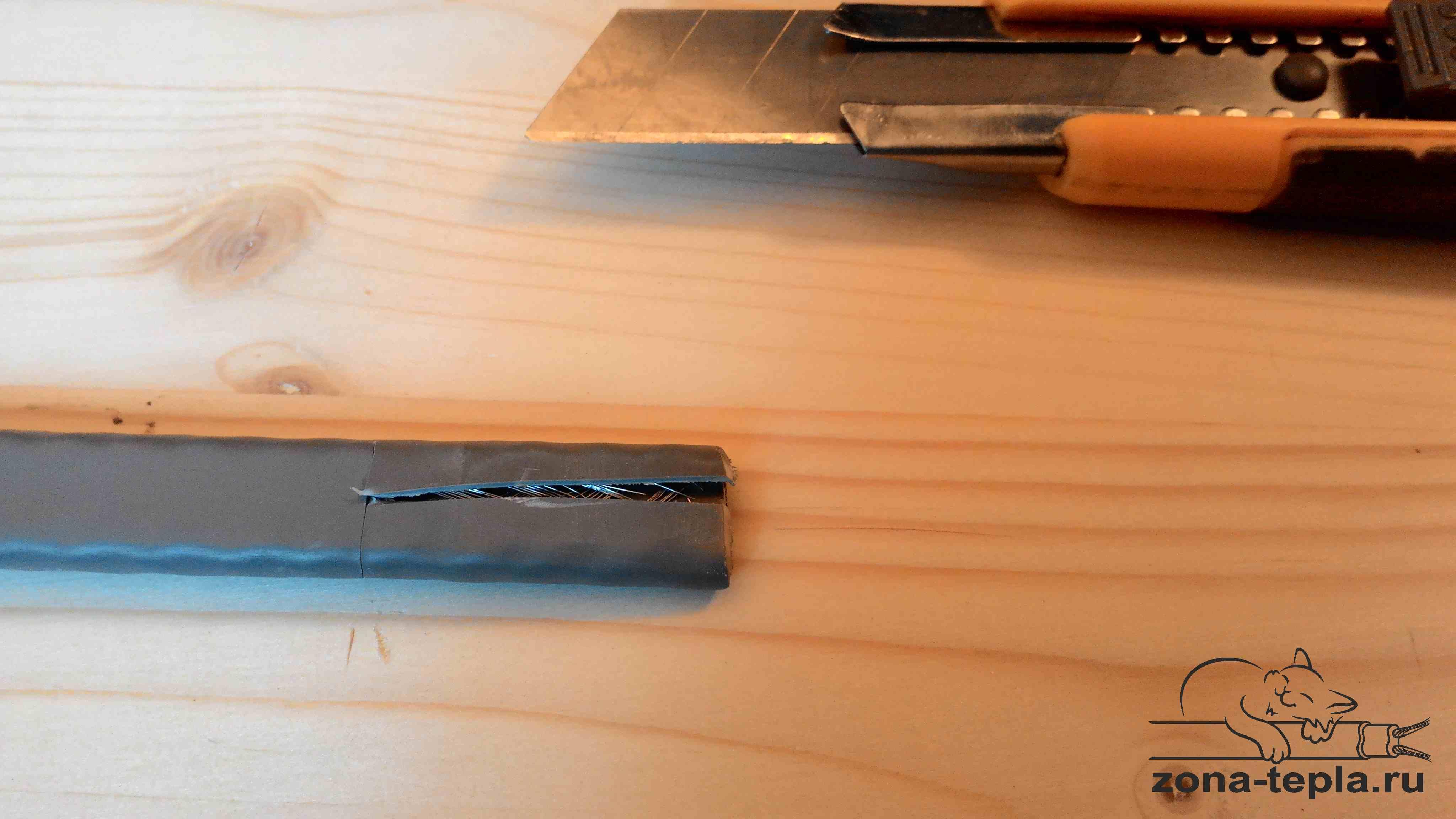Подключение саморегулирующегося кабеля. 44-так же разрезаем внешнюю изоляцию