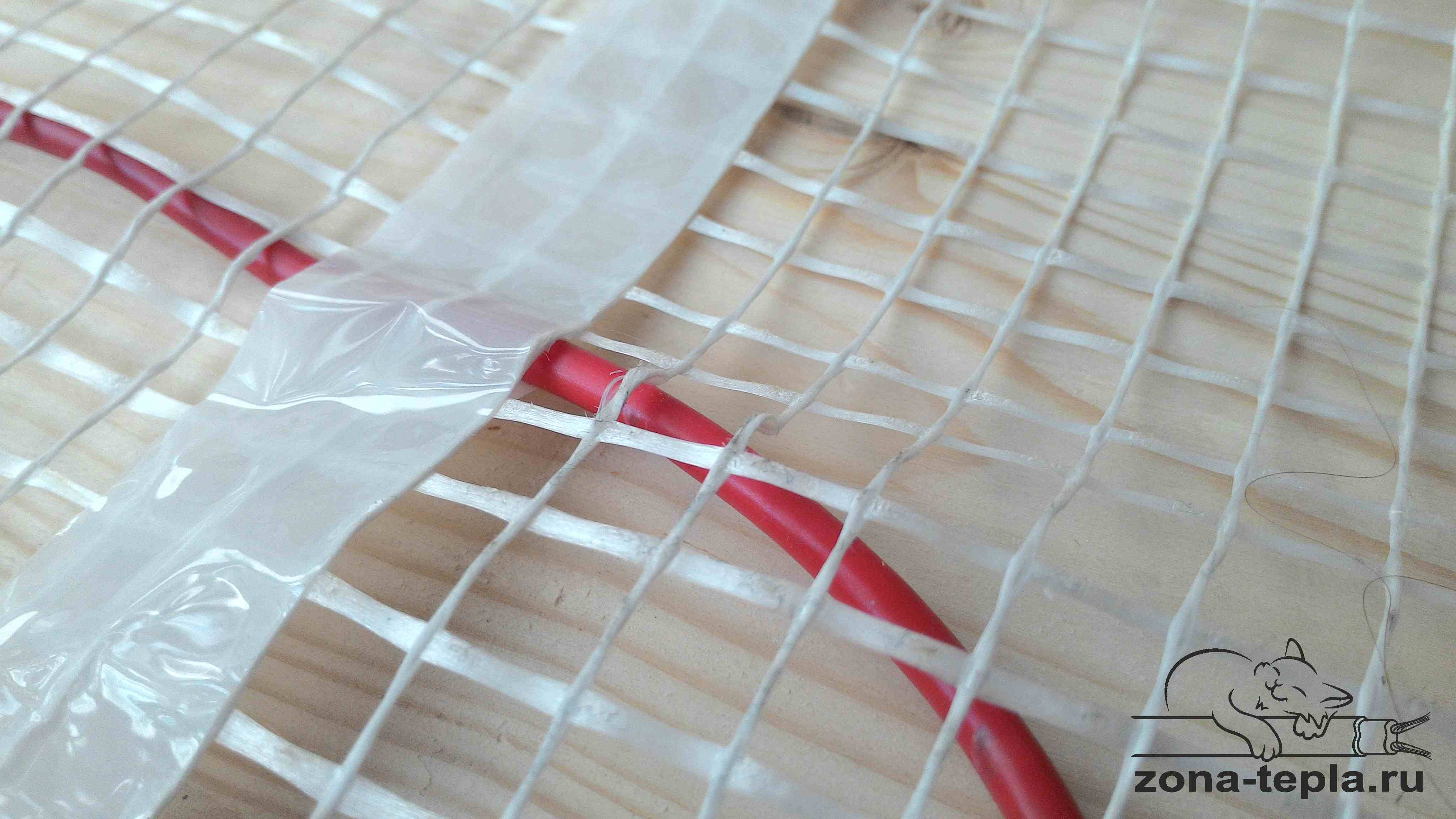 Крепление греющего кабеля к сетке на мате теплый пол под плитку электрический