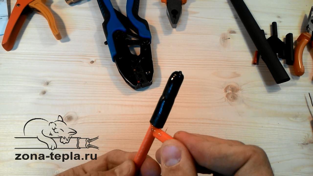 Убираем клей - подключаем греющий кабель внутрь трубы