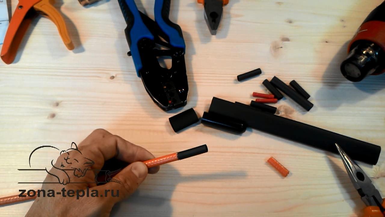 Одеваем внутреннюю муфту на греющий кабель внутрь трубы